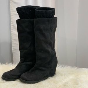R2 Stevie 🛩 black suede wedge boots size 8